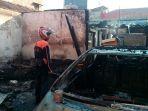 kebakaran-rumah-dan-mobil-di-surabaya_20170829_091425.jpg