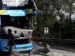 kecelakaan-bus-vs-truk-cipularang-km-97.jpg
