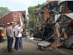 kecelakaan-bus-yang-menabrak-truk-kontainer-di-kulonprogo.jpg