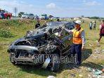 kecelakaan-di-tol-ngawi-kertosono-mobil-pemudik-terbalik-dan-rusak-parah-begini-kondisi-penumpang_20180612_152427.jpg