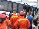 kecelakaan-kereta-dan-bus-transjakarta_20160519_082242.jpg