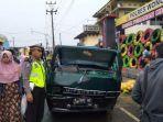 Mobil Pengangkut Sayur Tabrak Benteng Taksehi Kertek Wonosobo, Ban Depan Diketahui Keluarkan Asap