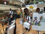 kegiatan-hiburan-berupa-alunan-musik-gambus-yang-dihadirkan-baznas-di-mall-kota-kasablanka.jpg