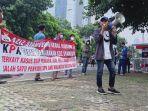 kelompok-mahasiswa-demo-di-gedung-kpk-19-agustus.jpg