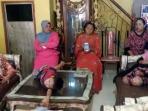 keluarga-almarhum-muh-darwis-bin-rahim-korban-crane_20150916_120848.jpg