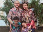 keluarga-ananda-mikola-dan-marcella-zalianty_20180629_172703.jpg