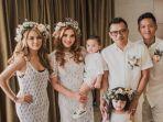 keluarga-anang-hermansyah-saat-ulang-janji-pernikahan-di-bali_20180512_130413.jpg
