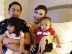 keluarga-ayu-dewi-dan-regi-datau_20180815_110804.jpg