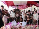 keluarga-pak-sby-dan-keluarga-saat-berziarah-ke-makam-ibu-ani-yudhoyono.jpg