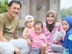 keluarga-zaskia-adya-mecca-dan-hanung-bramantyo_20180320_140419.jpg