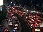 kemacetan-di-jalan-tol-dalam-kota_20171117_113447.jpg