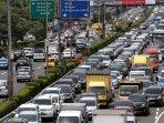 kemacetan-tol-dalam-kota_20151225_010658.jpg