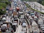 kemacetan-tol-dalam-kota_20151225_010940.jpg