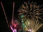 kembang-api-di-garuda-wisnu-kencana-bali-sambut-tahun-baru-2020_20200101_214023.jpg
