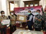 Kemendagri Serahkan Bantuan untuk Korban Bencana Longsor di Kabupaten Sumedang