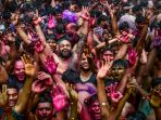 kemeriahan-perayaan-holi-di-india_20200312_015858.jpg