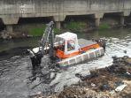 kendaraan-amfibi-penyedot-lumpur-buatan-belanda-nyangkut-di-kali-angke_20170105_193309.jpg