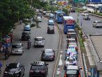 kendaraan-pribadi-lintasi-jalur-busway_20171003_214257.jpg