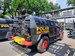 kendaraan-taktis-kepolisian-disiapkan-guna-amankan-aksi-massa-may-day-di-patung-kuda.jpg