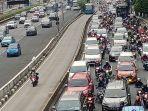 kepadatan-lalu-lintas-jakarta_20210907_183901.jpg