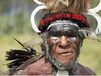 kepala-suku-di-papua-gelar-upacara-bakar-batu-1-desember-2020_20201127_010005.jpg