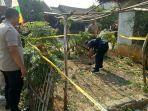 kepolisian-cisauk-mengecek-lokasi-pembuangan-bayi-di-perumahan-kosong-di-korpri-blok.jpg