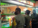 Nekat Beroperasi Saat Malam Tahun Baru, Warung Martabak di Kalisari Disidak Satpol PP dan Polisi