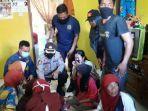 Kronologi Dadang Pingsan saat Tolong Tiga Orang di Septic Tank, Baru Masuk Langsung Cium Bau