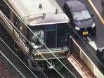 kereta-cepat-menuju-himeji-di-peron-stasiun-motomachi.jpg