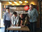 kerjasama-antara-coca-cola-amatil-indonesia-dengan-pizza-hut-indonesia.jpg
