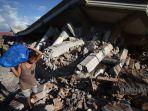 kerusakan-akibat-gempa-lombok_20180807_173915.jpg