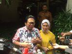 ketua-dewan-perwakilan-daerah-dpd-oesman-sapta-odang-bersama-istrinya-usai-melakukan-pencoblosan_20170419_121518.jpg