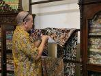 ketua-dpd-ri-kain-batik-0403.jpg