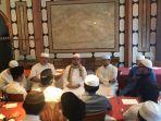 ketua-majelis-syuro-pks-habib-salim-segaf-al-jufri-bersama-rombongan-di-mekkah-arab-saudi.jpg