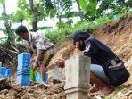 Tulang Belulang Berhamburan ke Jalan Pantura Setelah Longsong Menerjang Makam di Ngaliyan