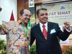 ketua-senat-unand-prof-werry-darta-taifur-sempat-foto-bersama-calon-rektor-universitas-andalas.jpg