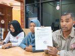 ketua-yayasan-advokasi-rakyat-aceh-safaruddin-bersama-korban-calo-pns_20180925_112030.jpg