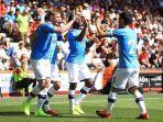 kevin-de-bruyne-merayakan-gol-bersam-rekan-satu-timnya-di-manchester-united.jpg
