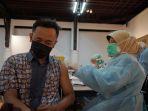 kg-vaksinasi-covid-19-pekerja-media_20210628_155545.jpg