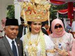 kisah-istri-menhan-dapat-penghargaan-kostum-terbaik-di-upacara-hut-ri-di-istana-dandan-35-jam.jpg