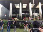 koalisi-masyarakat-antikorupsi-menggelar-aksi-di-depan-gedung-merah-putih-kpk-112.jpg