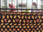 komunitas-batik-makarya-membatik-peringati-hari-batik-nasional_20201001_141740.jpg