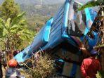 kondisi-bus-yang-jatuh-ke-jurang-di-kecamatan-cikidang-kabupaten-sukabumi-minggu-992018_20180910_131111.jpg
