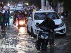 kondisi-jalan-soekarno-hatta-yang-terendam-banjir-puluhan-motor-mogok-sampai-bikin-macet.jpg