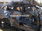 kondisi-mobil-innova-yang-hancur-dihantam-ka-probowangi_20150816_151628.jpg