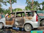 Perjalanan Antar Anak ke Pondok, Mobil Avanza yang Ditumpangi Sekeluarga Terbakar di Jalan