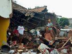 kondisi-rumah-warga-di-desa-way-muli-pasca-tsunami.jpg