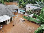 Sempat Bertahan di Lantai Dua, Satu Keluarga Korban Banjir di Pejaten Timur Akhirnya Dievakuasi