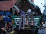 kondisi-truk-trailer-yang-tertimpa-kontainer-di-pelabuhan-pontianak.jpg