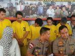 konferensi-pers-di-mapolres-metro-jakarta-utara-senin-1012020-terkait-penampungan-psk.jpg